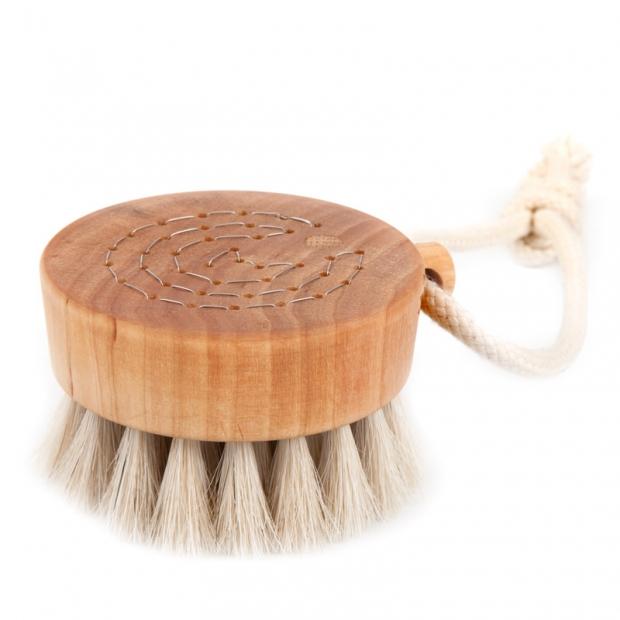 Okrúhla masážna kefa so šnúrkou z konských vlasov