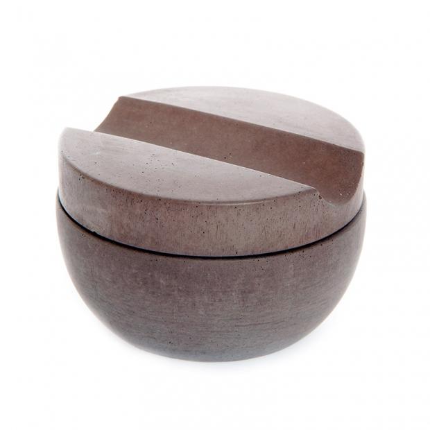 Miska s holicím mýdlem, hnědý beton