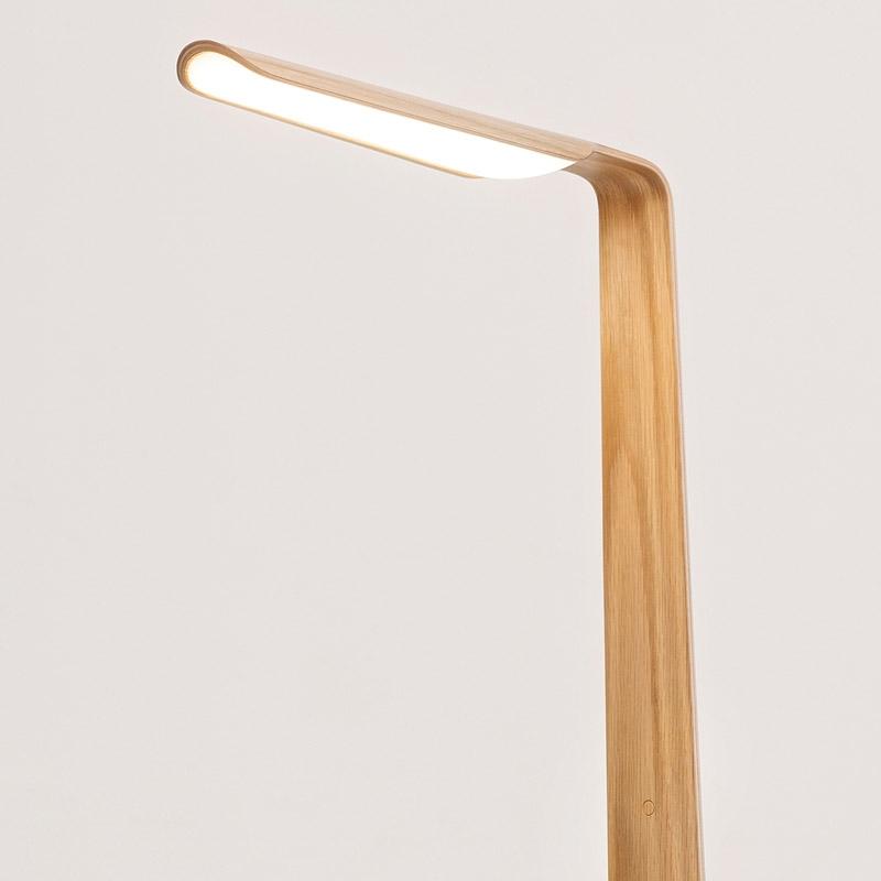 Stojací lampa Swan, dub